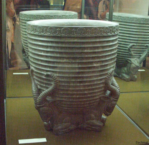 Teheran - Reza Abbasi-Museum - Steingefäss (Achämenidenzeit)