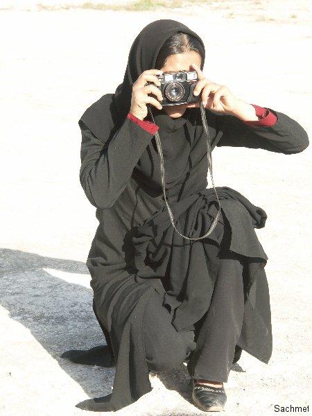 Bishapur - Iranerin fotografiert Sachmet