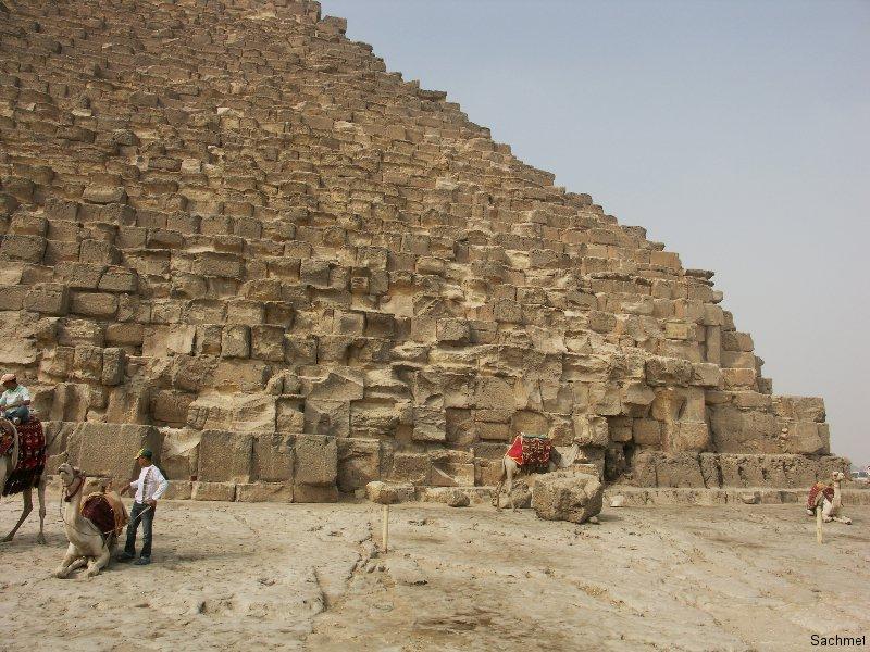 Gizeh_Pyramidengebiet-Steinquader der Cheops-Pyramide