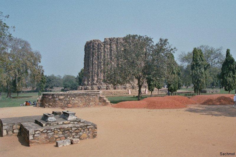 Delhi - Qutb Minar-Komplex  - Stumpf des zweiten Siegesturms