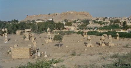 Jaisalmer - Verbrennungsstätte vor der Stadt